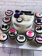 """6""""cake with cupcakes"""