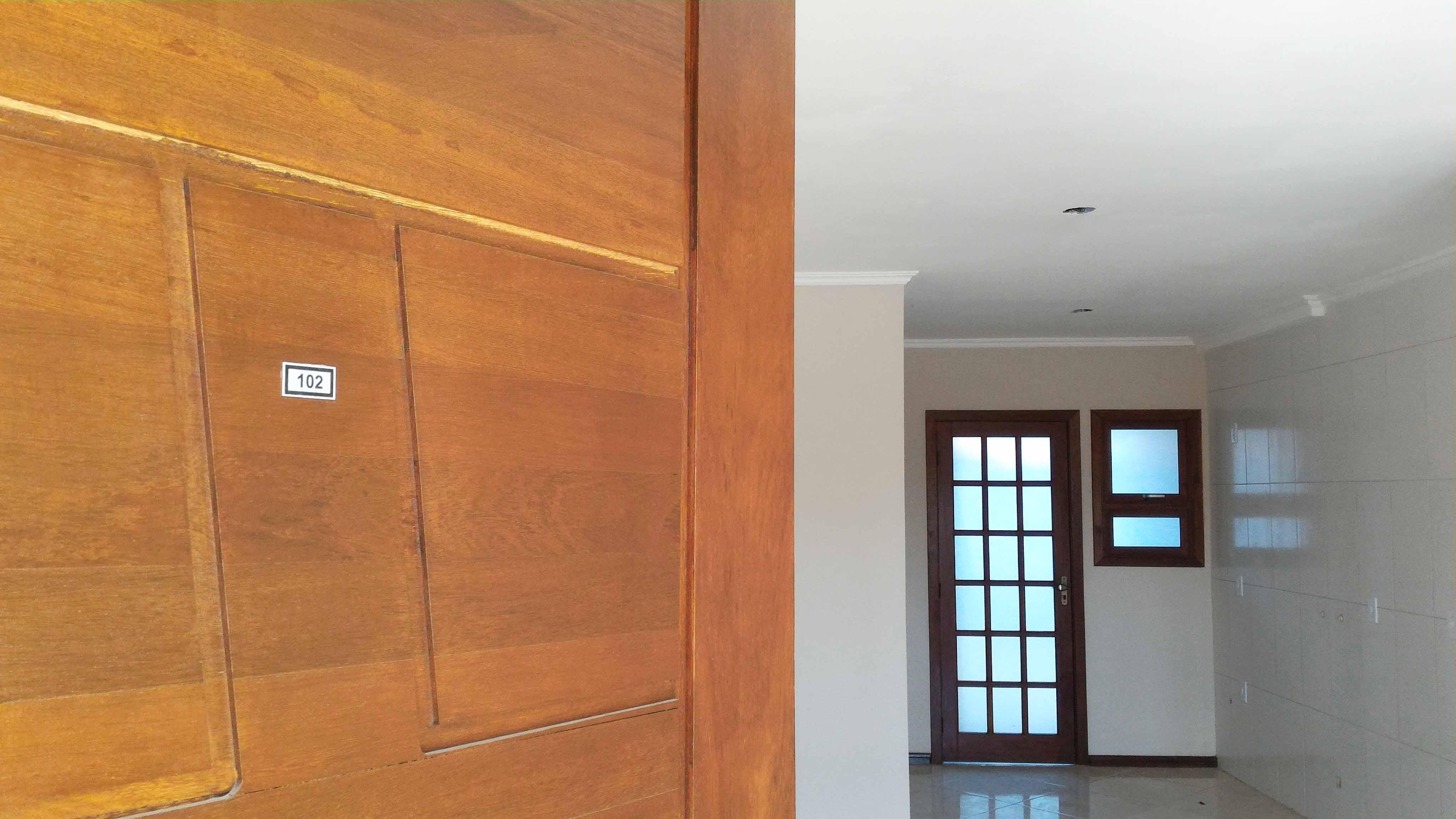 Ap102-entrada-porta