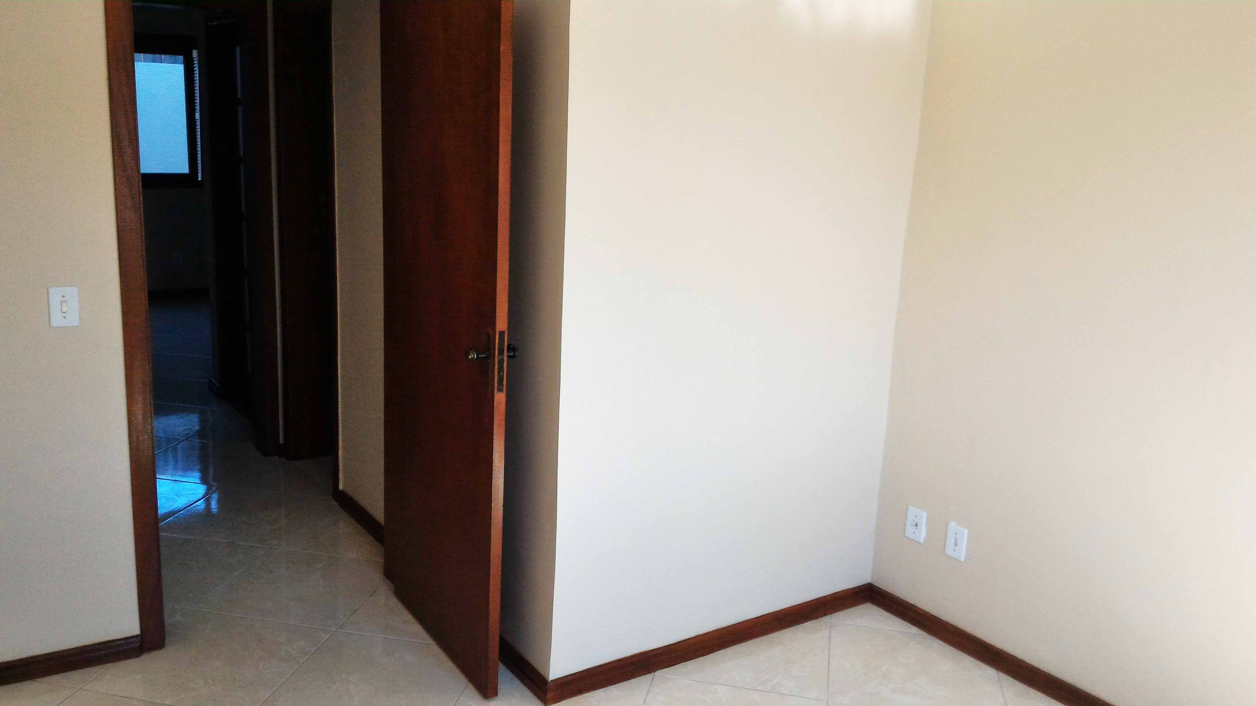Ap102-quarto-casal-porta