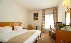 PARNASSIA HOTEL ROOM 11