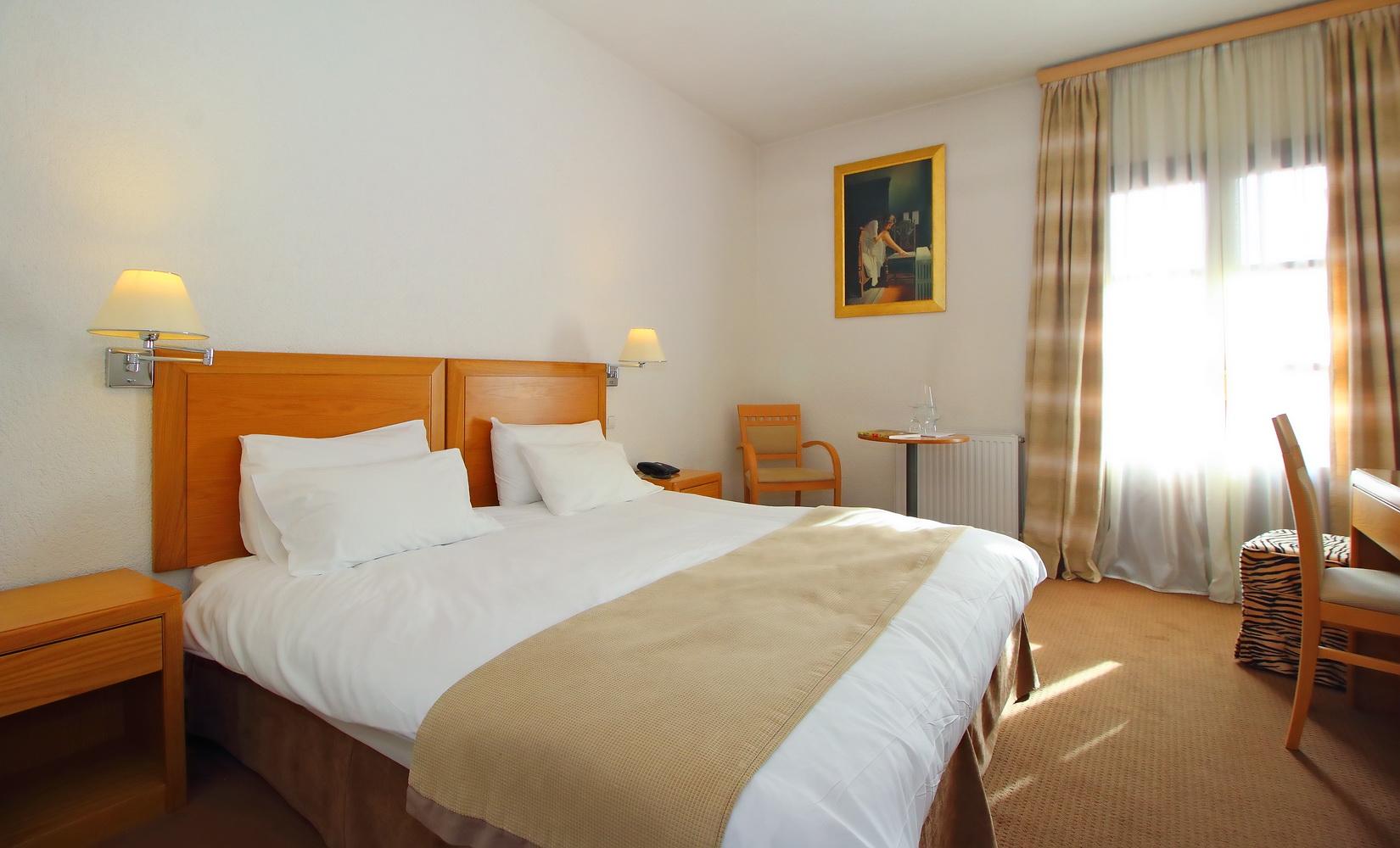PARNASSIA HOTEL ROOM 10