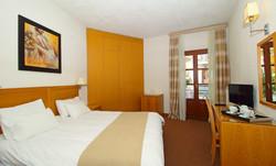 PARNASSIA HOTEL ROOM 9