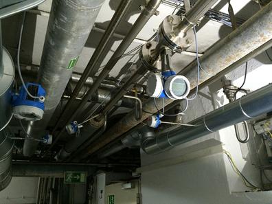 Flujo de vapor saturado en linea de proceso de industria química