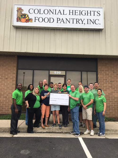 Publix helps at local food pantry