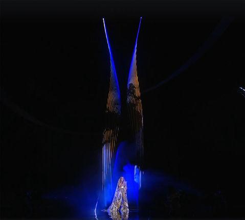 jennifer lopez laser beam floating MTV VMAs