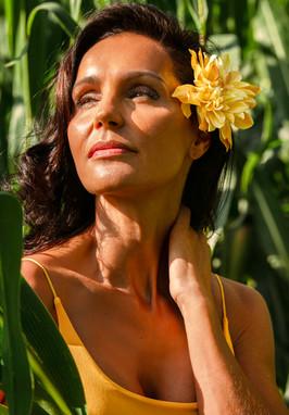 Sylvie-jungle-fleur-jaune.jpg