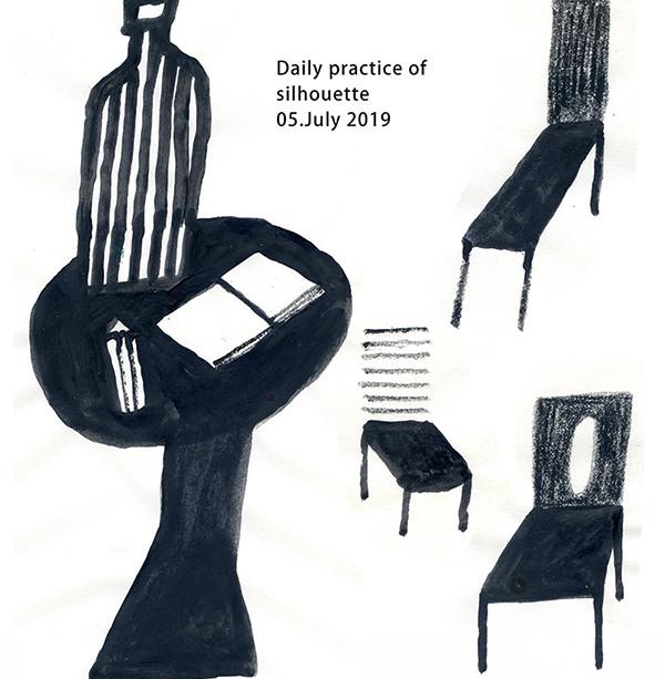 2019-0705机と椅子600.jpg
