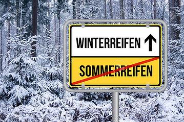 97639811-von-sommerreifen-auf-winterreif
