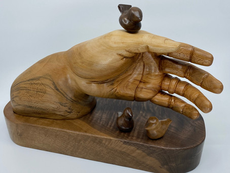 Latest Carving - Gouden Hand
