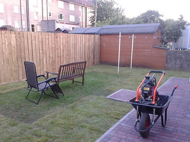 Gardener Edinburgh - Andy's Gardening Services Edinburgh is your local gardener who offer offer a garden maintenance, landscaping, weeding, power wash, grass cutting, hedge trimming, planing, fencing, weed spraying.