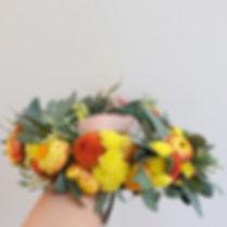 มงกุฏดอกไม้สีเหลือง