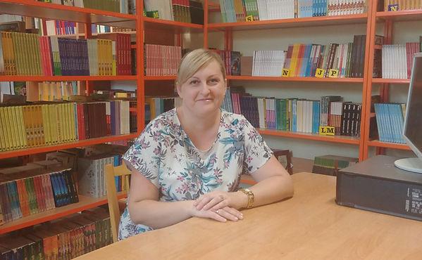 Zdjęcie bibliotekarki szkolnej Anny Kroplewskiej