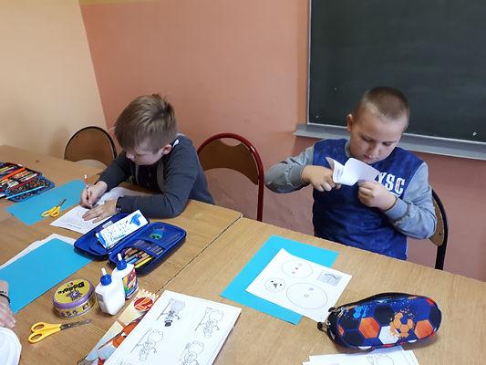 Zdjęcie przedstawiające przebieg zajęć terapii pedagogicznej.