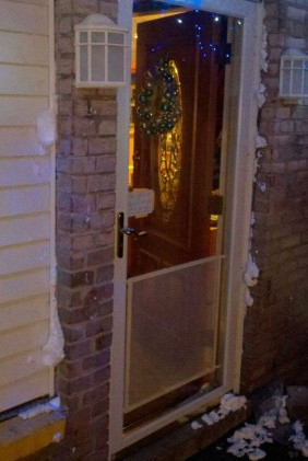 Injection foam sealing around the front door