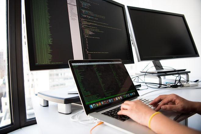 connection-data-desk-1181675.jpg