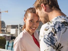 Le Charme au féminin...Comment détecter si une femme est attirée par vous?