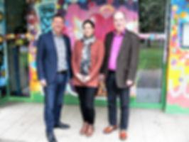 Besuch im Kinder- und Jugendzentrum Maintal Dörnigheim: Pfarrer Eckard Sckell, Dipl. Pädagogin Katrin Deißler und Lionspräsident Dr. Ingi Thorbergsson