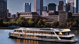 Riverboat Shuffle vor Frankfurt City.jpg