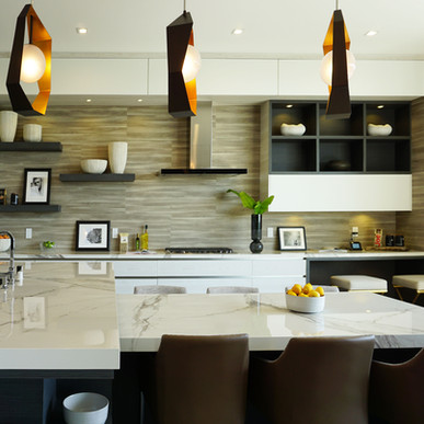 Jaide matte Pino and Roble Encanto kitchen with supermatte white accents
