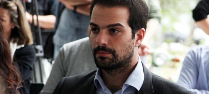 Γαβριήλ Σακελλαρίδης: Τραπεζικός υπάλληλος και σπουδαίος πατέρας