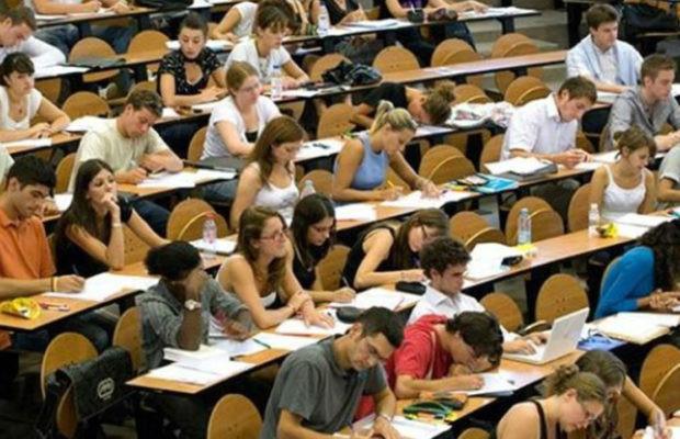 Ο Δήμος Νέας Σμύρνης δίνει 200 ευρώ στους πρωτοετείς φοιτητές που σπουδάζουν στην επαρχία
