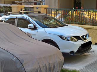 Παρκαρισμένα αυτοκίνητα πάνω στα πεζοδρόμια