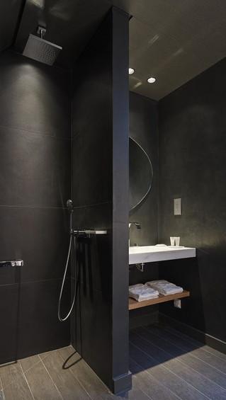 10 υπέροχα σχεδιαστικά κόλπα για μικρά μπάνια