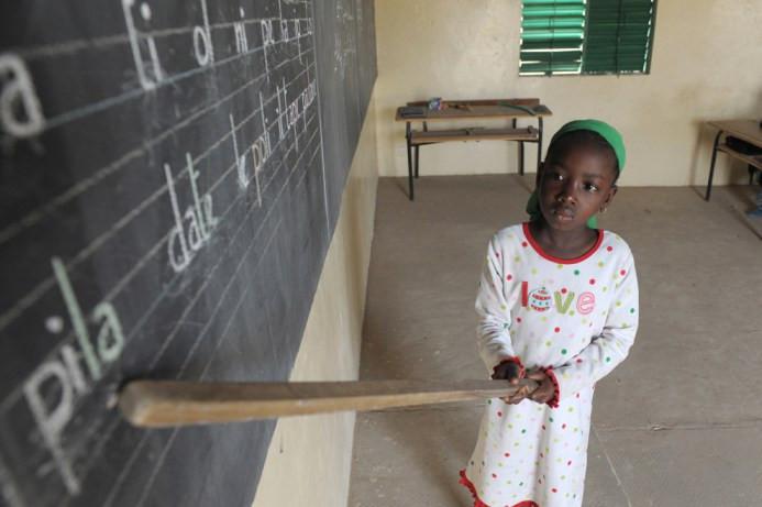 Μάθημα στην τάξη, στις 10 Ιουνίου στο γαλλο-αραβικό σχολείο Diagnel, 14 χιλιόμετρα νότια της Kaolack, Κεντρική Σενεγάλη
