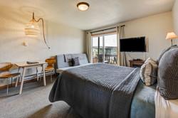 Room 9 bed kitchen