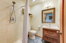 Room 9 bathroom (2)