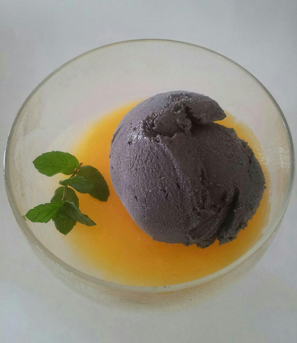 גלידת חלבה שחורה.jpg
