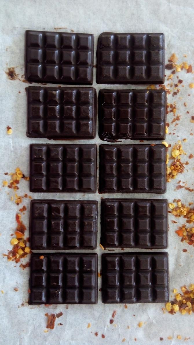 זה טעיםםם. זה מריר-מתקתק-חריף, זה טוב ביחד וזה שוקולד