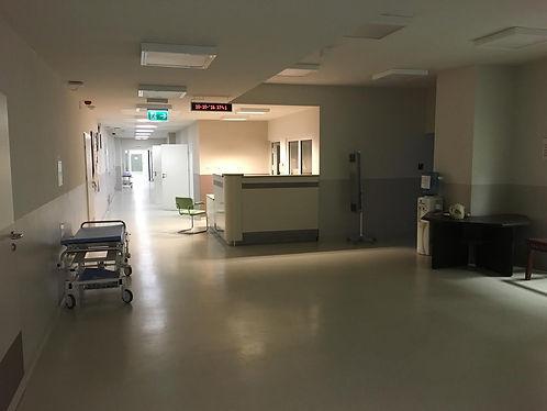 Widok na dyżurkę pielęgniarską
