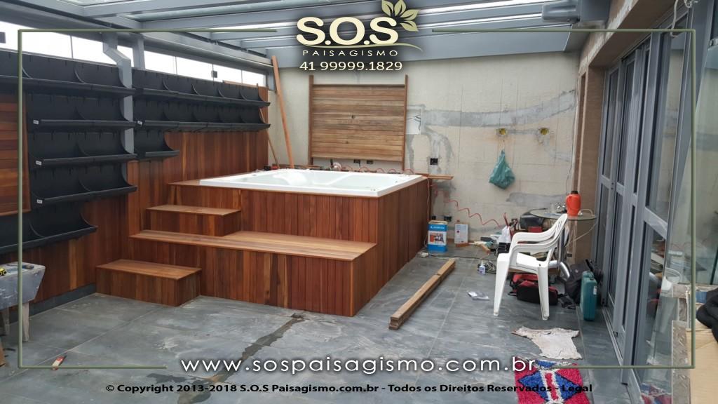 Spa com deck de madeira em curitiba
