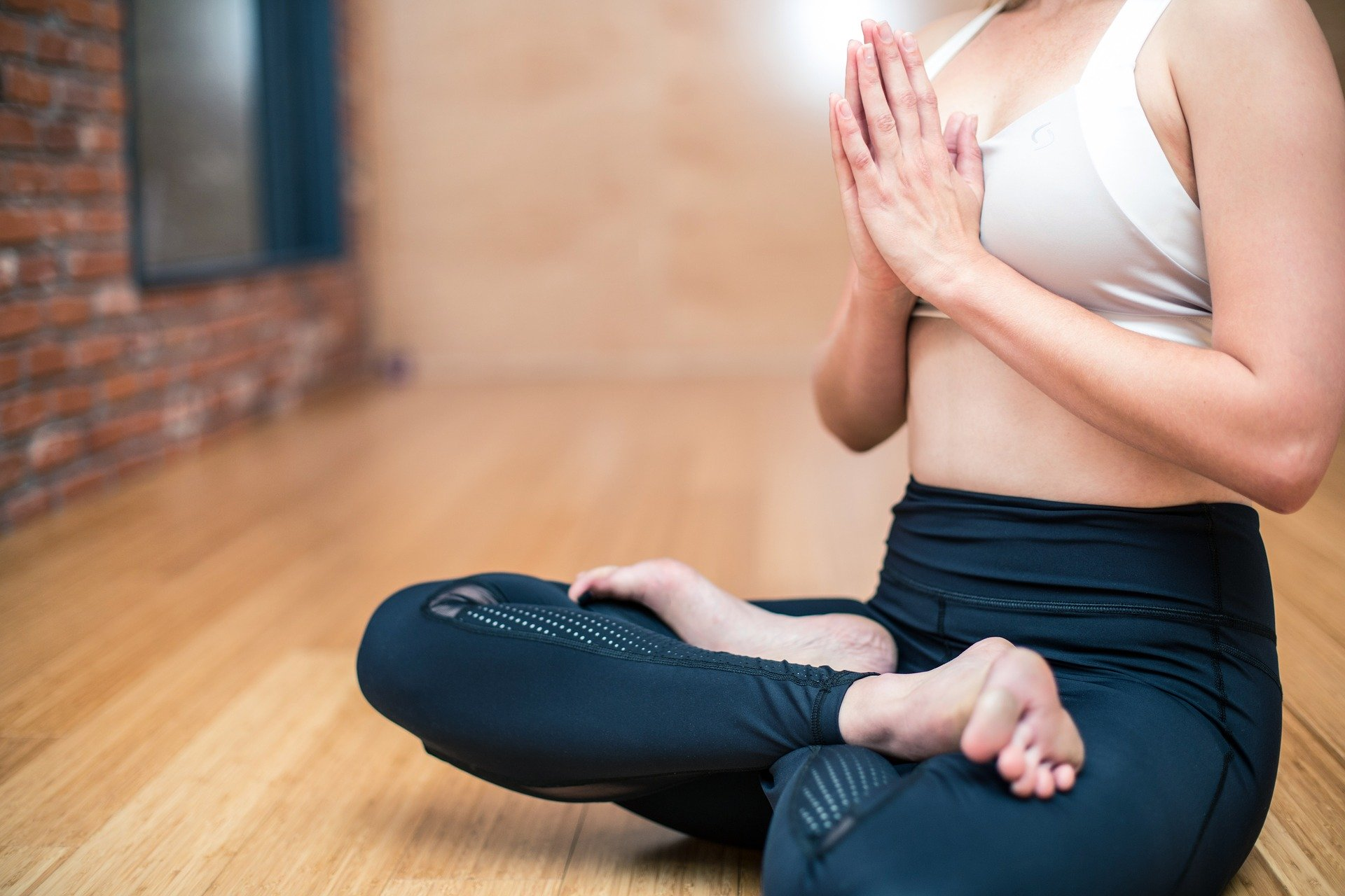 Cours de yoga en direct sur Facebook tous les jours à 11h pour les adultes et 17h pour les enfants
