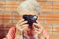 grandmother-923871.jpg