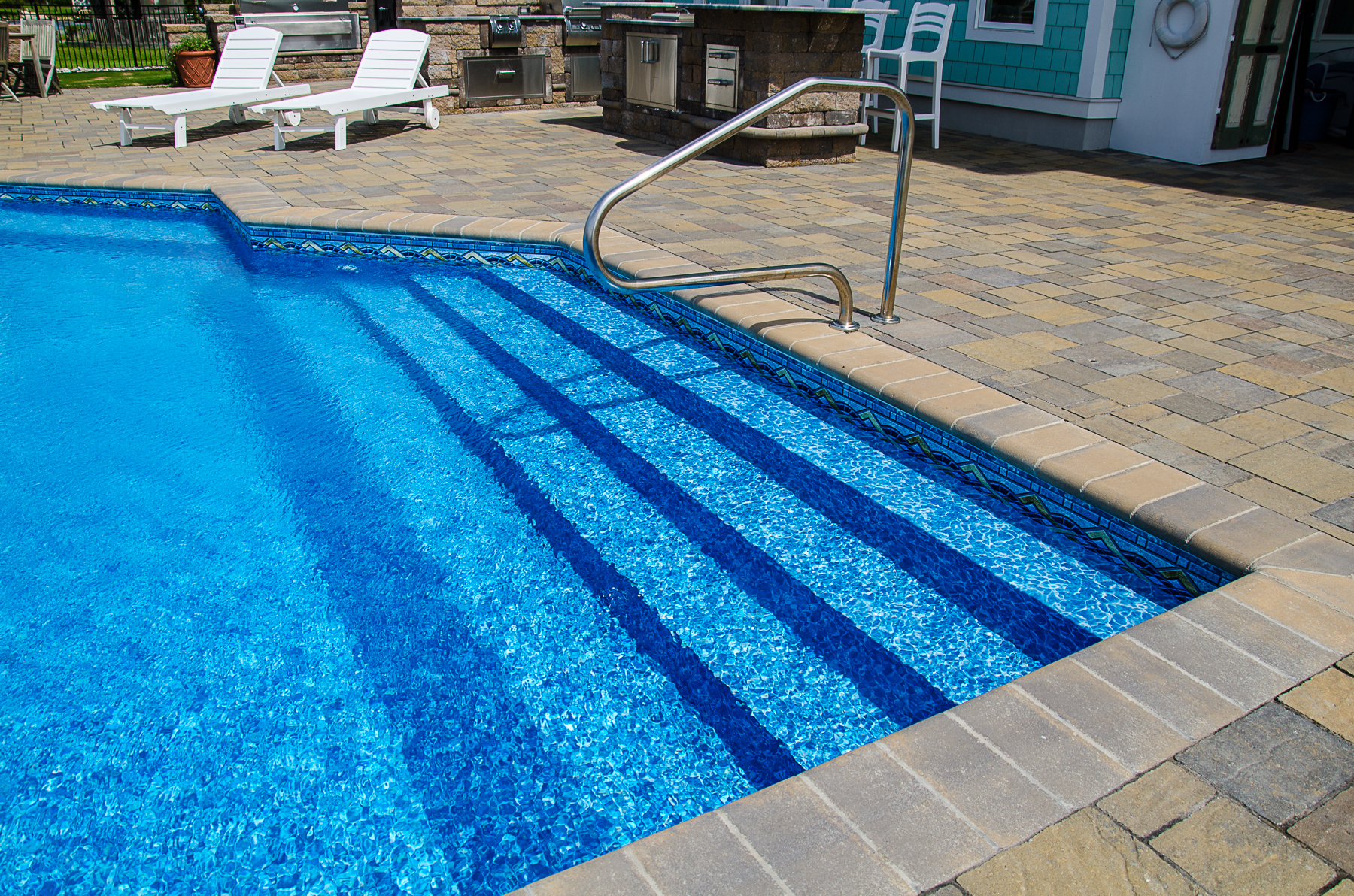 geometric liner pool 6B