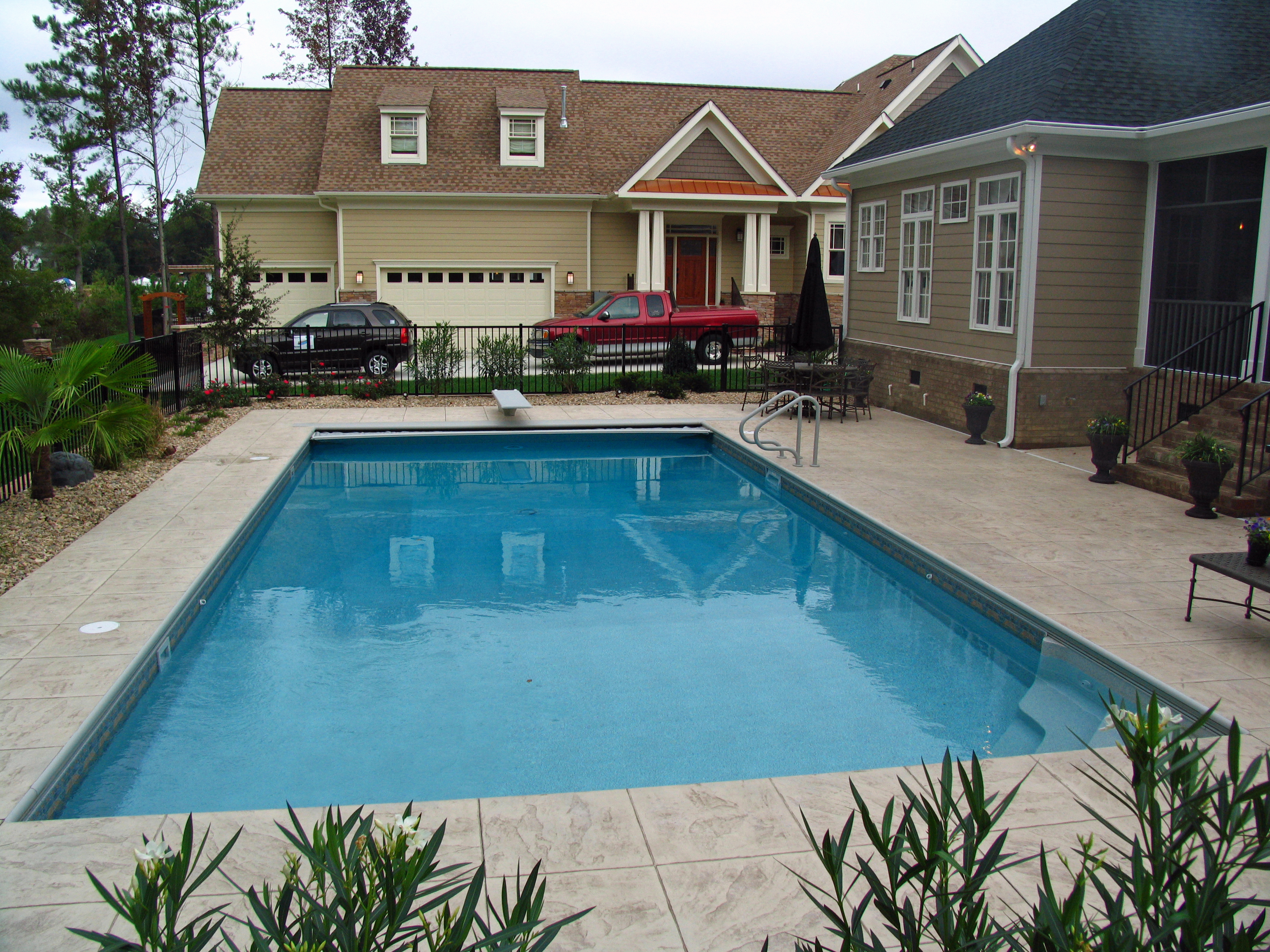 Rectangle liner pool with Automatic Cover 1