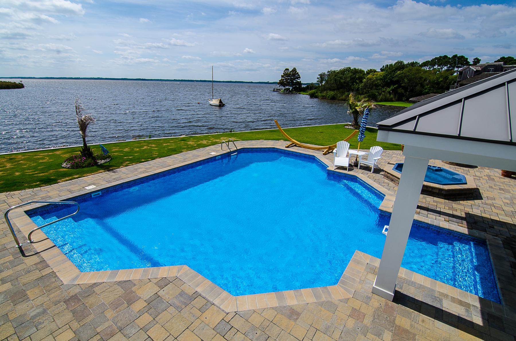geometric liner pool 6A