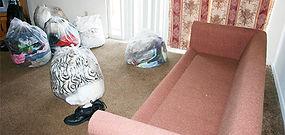 Для подготовки к дезинсекции от клопов необходимо отодвинуть мягкую мебель