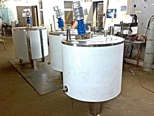Охладитель молока вертикальный УОМ