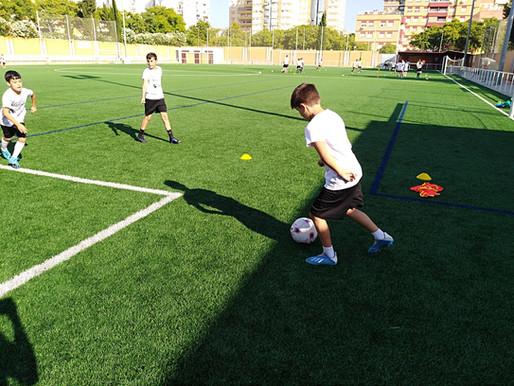 Baile, Charlas y mucho fútbol en el Campus de Fútbol de Huelva.