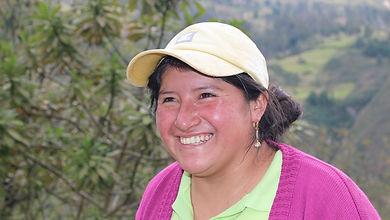 Clara Luz Quiñones Espinoza es tejedora de Sombreros de Paja Toquilla (Panama Hats) y socia de MAKI FairTrade. Vive en Bacpancel, Gualaceo, Azuay, Ecuador.