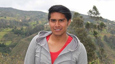 Walter Geovanny Encalada Llivicura es tejedora de Sombreros de Paja Toquilla (Panama Hats) y socia de MAKI FairTrade. Vive en Bacpancel, Gualaceo, Azuay, Ecuador.