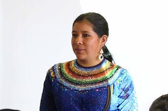 Ana Patricia Zhunaula Sarango es tejedora de collares en chaquira y socia de MAKI FairTrade. Vive en Ñamarin, Saraguro, Loja, Ecuador.
