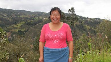 Laura Adelaida Jadan Boconsaca es tejedora de Sombreros de Paja Toquilla (Panama Hats) y socia de MAKI FairTrade. Vive en Bacpancel, Gualaceo, Azuay, Ecuador.