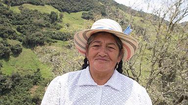 Margarita Samaniego es tejedora de Sombreros de Paja Toquilla (Panama Hats) y socia de MAKI FairTrade. Vive en Principal, Chordeleg, Azuay, Ecuador.