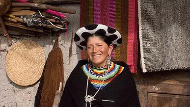 Carmen Purificación Chalán Guamán es tejedora de collares en chaquira y socia de MAKI FairTrade. Vive en Ñamarin, Saraguro, Loja, Ecuador.