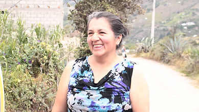 Elva Yolanda Vera Cárdenas es tejedora de chales de macana en Ikat y socia de MAKI FairTrade. Vive en Bullcay, Gualaceo, Ecuador.
