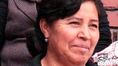 Hermelinda Maldonado es tejedora de chales de macana en Ikat y socia de MAKI FairTrade. Vive en Bullcay, Gualaceo, Ecuador.